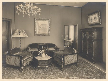 Lilly's Parlor[1]